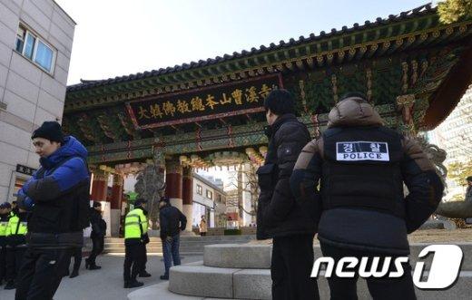 [사진]사복 경찰 배치된 조계사