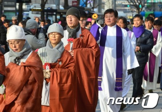 [사진]종교단체, '평화의 꽃길 행진'
