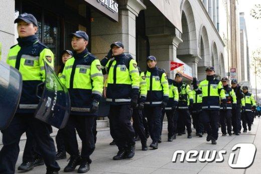 [사진]이동하는 경찰병력