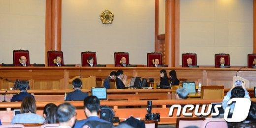 박한철 헌법재판소장 및 헌법재판관들. /뉴스1 © News1 임세영 기자