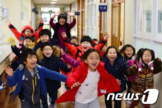 [사진]겨울방학 맞은 어린이들 '신난다 신나'