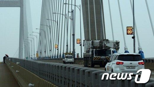 [사진]서해대교 '통행 19일 00시'