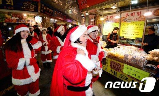 [사진]'우리 모두가 산타입니다'
