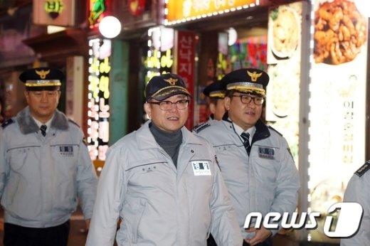 [사진]1일 경찰관으로 나선 정재근 행정자치부 차관
