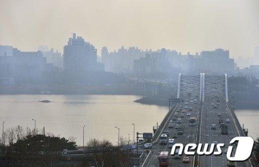 [사진]뿌연 서울 '중국발 스모그까지 유입'