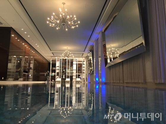 대저택 콘셉트 수영장/사진=이지혜 기자