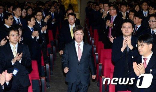 [사진]취임식장 들어오는 이영렬 중앙지검장