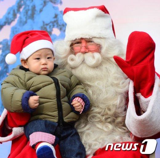 [사진]'아기와 산타'