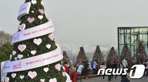[사진]'크리스마스 이브에 찾아온 미세먼지'