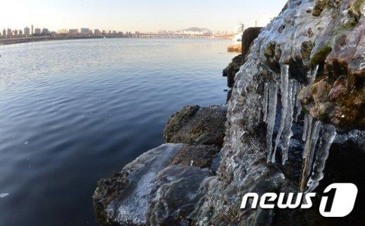 [사진]'한강에 고드름 주렁주렁'