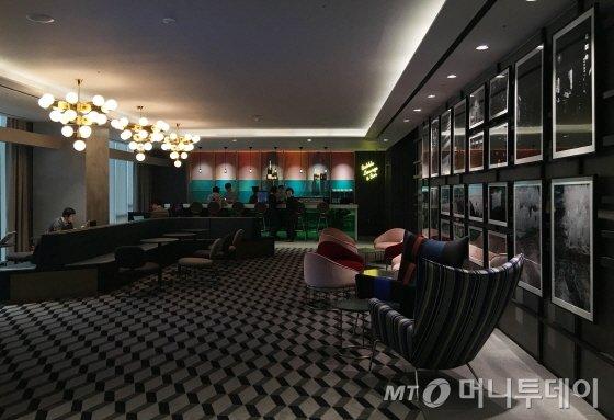 3층 로비라운지/사진=이지혜 기자