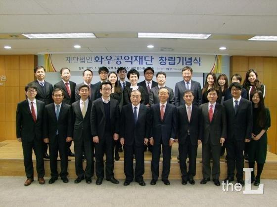 이홍훈 위원장은 지난해 1월 화우공익재단을 만들어 이끌어오고 있다.