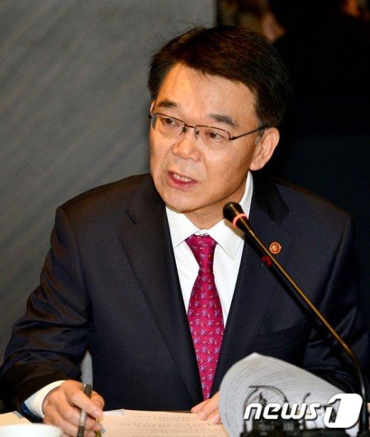 [사진]국토교통 미래 산업 간담회서 모두발언 하는 강호인 장관