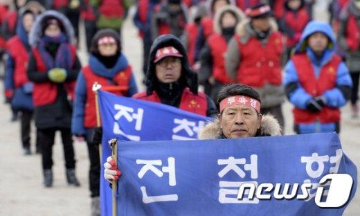 [사진]전철협 '탄압 중단하고 개발악법 제·개정하라'