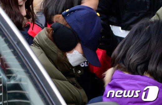 [사진]부천 초등생 아들 사체 일부 유기 장소 현장검증