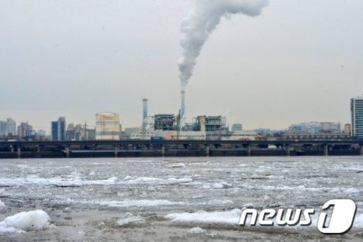 [사진]오늘도 한강은 '꽁꽁'