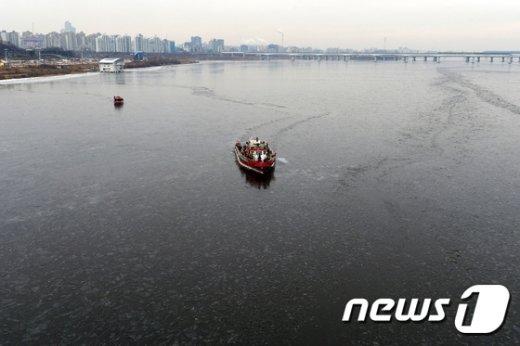 [사진]한강 얼음 분쇄