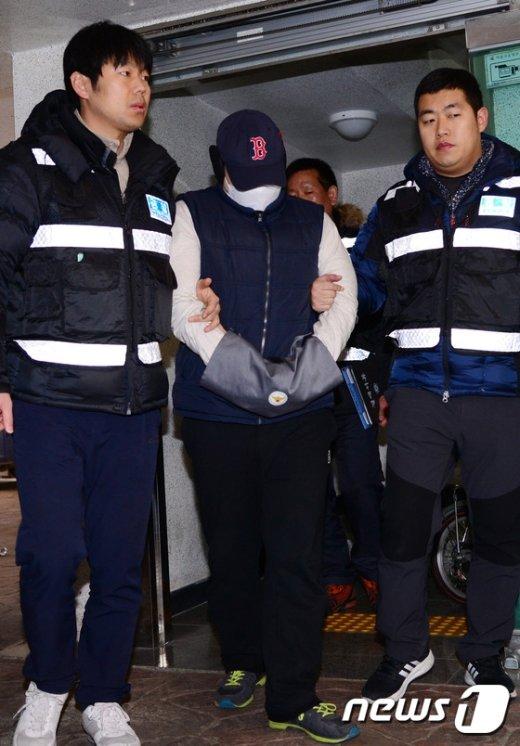 [사진]부천 초등생 아들 시신 훼손 사건 부친, 현장검증
