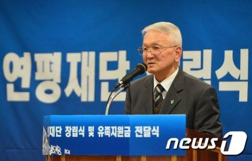 [사진]인사말 전하는 윤두호 연평해전 유족 회장