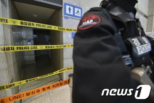 [사진]폭발물 의심물체 발견된 인천공항 '통제 중'