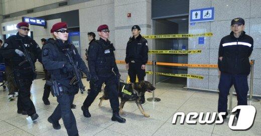 [사진]'폭발물 탐지견과 함께'