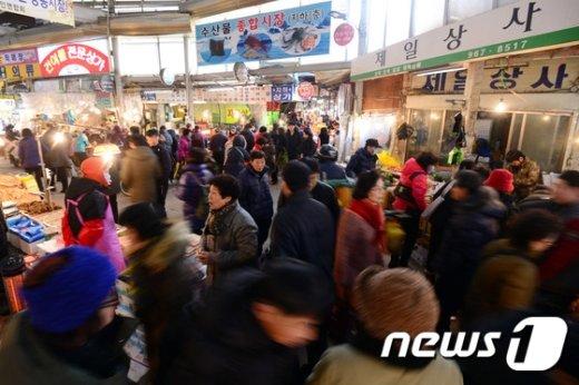[사진]설명절 앞둔 전통시장 '북적북적'