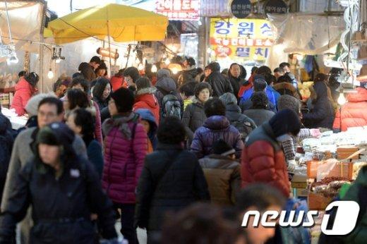 [사진]설명절 앞둔 전통시장 '인산인해'