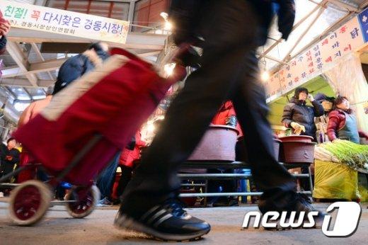 [사진]'전통시장서 제수용품 한가득'