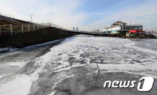 [사진]얼어붙은 한강