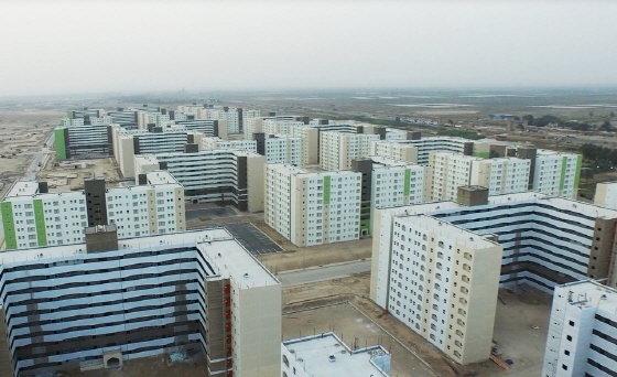 한화건설이 이라크 비스마야에 조성 중인 신도시 모습. 10만 가구의 주택과 사회기반시설들이 들어선다. 1830ha의 경기도 성남시 분당 규모로 2019년 말 준공을 앞두고 있다. /사진제공=한화건설