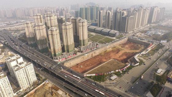 롯데자산개발이 중국 쓰촨성 청두시에서 진행 중인 사업 단지 모습. 아파트 1428가구와 호텔, 대형마트, 오피스 등이 들어설 예정이다. /사진제공=롯데자산개발