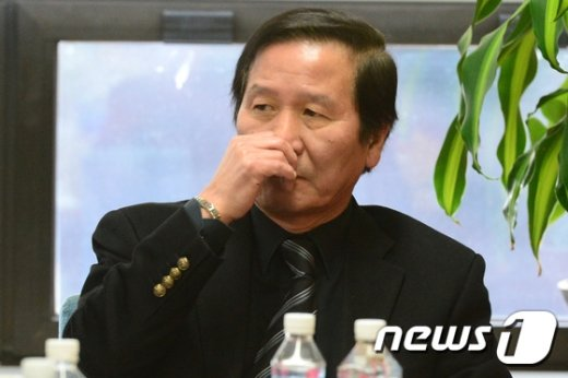 [사진]정기섭 개성공단기업협회장 '어두운 표정'