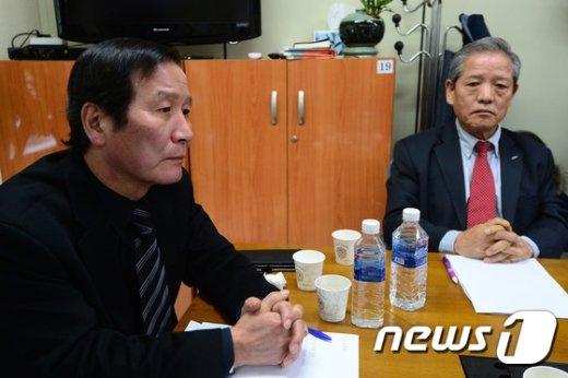 [사진]정기섭 개성공단기업협회장 '근심 가득'