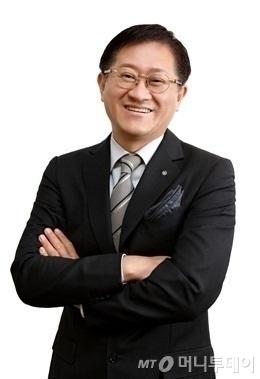 서경배 대한화장품협회장(아모레퍼시픽 회장)
