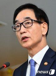 이준식 부총리 겸 교육부 장관/뉴스1 © News1