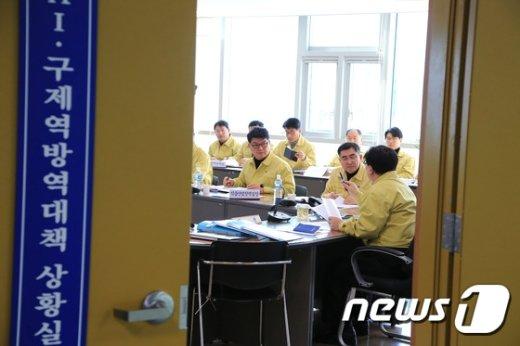 [사진]구제역 방역상황 점검회의 주재하는 이동필 장관