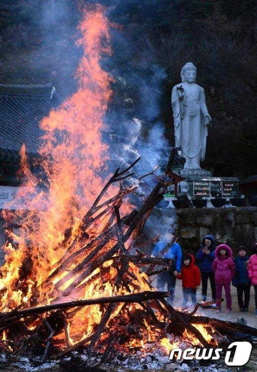 [사진]세종시 영평사 달집태우기