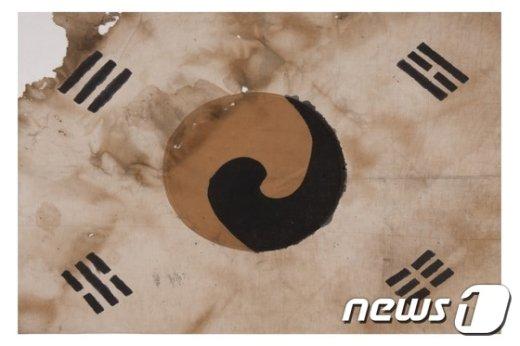 [사진]은평구, 3.1절 맞이해 진관사 태극기 계양