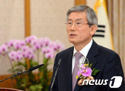 [사진]취임사하는 신임 고영한 법원행정처장