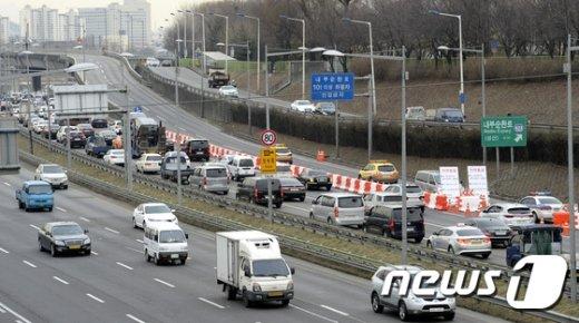 [사진]내부순환로 통제로 '주변 도로 정체'