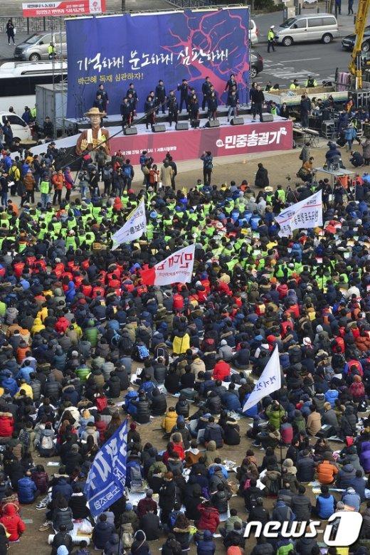 [사진]'서울광장은 민중총궐기 중'