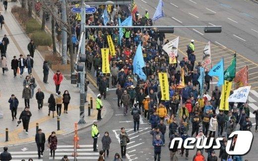 [사진]민중총궐기 '행진 돌입'