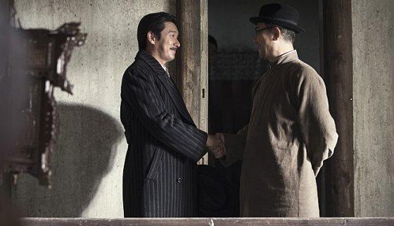 영화 '암살'에서 김봉원(조승우 역)과 김구(김홍파 역)가 만나는 장면./사진제공= 영화 암살 공식 사이트 내 갤러리