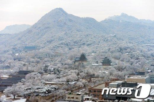 [사진]눈 덮인 북악산