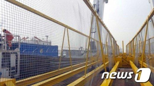 [사진]세월호 좌현 개구부 통한 유실방지 막을 철제망