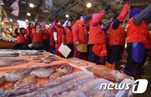 [사진]노량진 수산시장 상인들의 외침 '현대화 입주 거부'