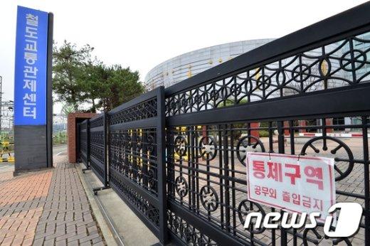 [사진]통제되는 철도교통관제센터