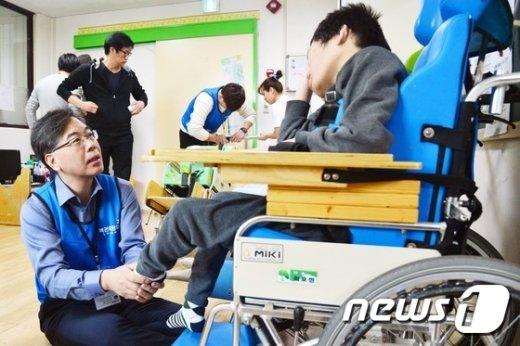 [사진]송언석 차관, 행복공감봉사단 봉사활동