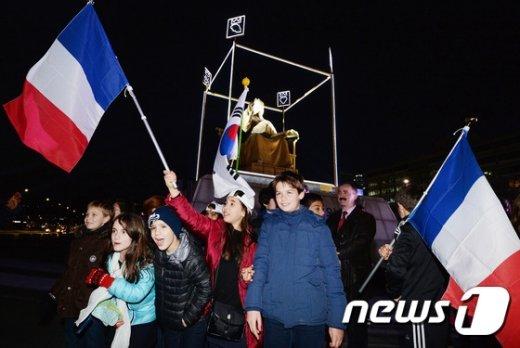 [사진]한-불 수교 130주년 기념 '킹오브사인스' 공개