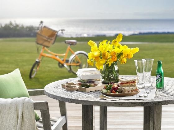 해비치호텔앤드리조트 제주가 봄 패키지 상품으로 준비한 자전거 투어와 런치 박스. /사진제공=해비치호텔앤드리조트 제주